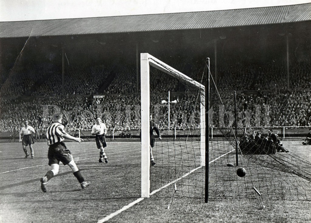 W - Carter Scores 1937 FAC Final