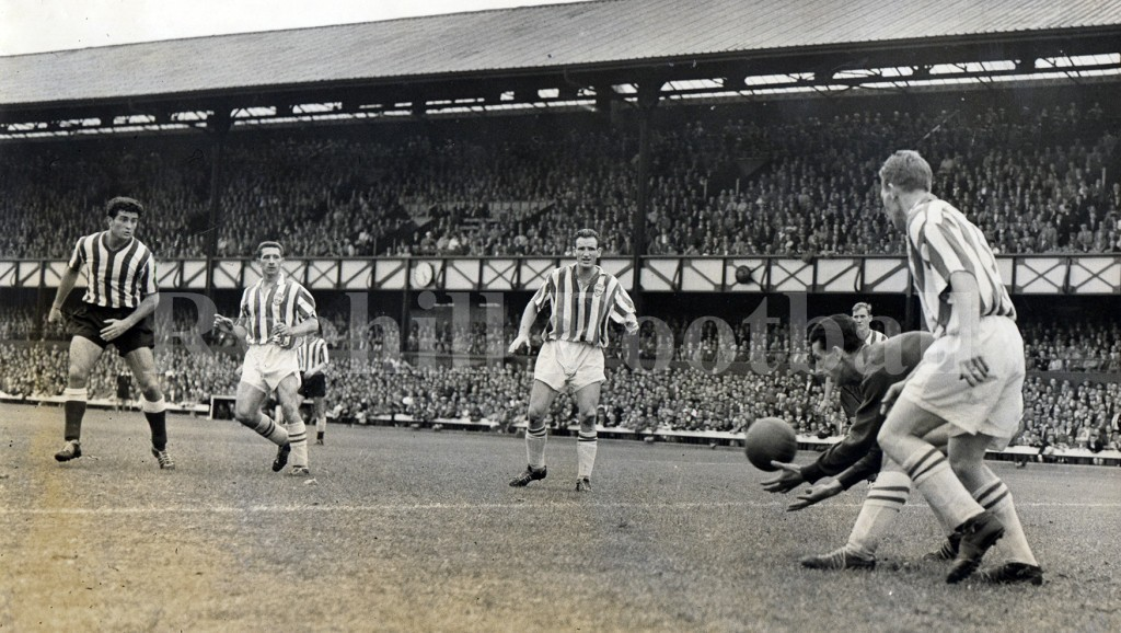 W - hurley safc 4 v 1 brighton 25 april 1959 front