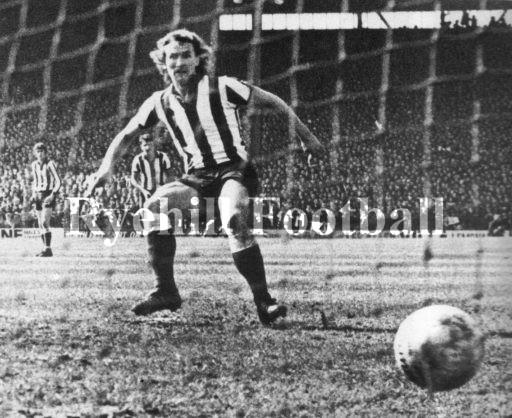 sunderland-v-bolton-75-76-towers-penalty