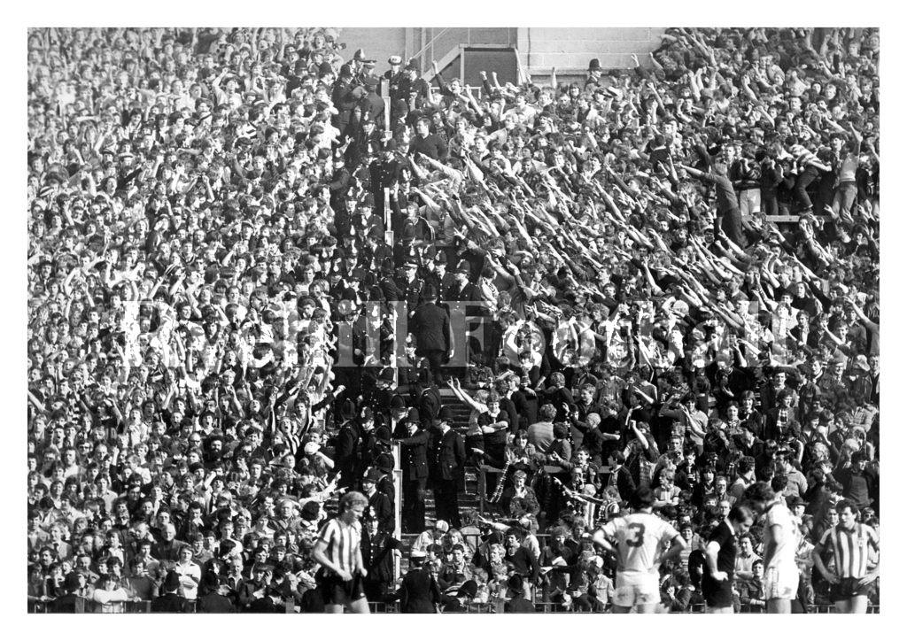 Sunderland fans taunt NUFC fans at Roker Park.